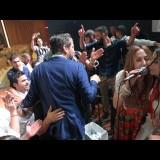 Ηράκλειο: Στο γάμο με τους 26 κουμπάρους τραγούδησε η Ασλανίδου