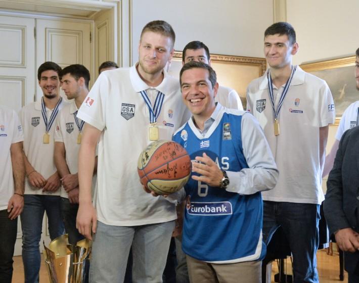 Συνάντηση Αλέξη Τσίπρα με τους πρωταθλητές Ευρώπης στο Μέγαρο Μαξίμου