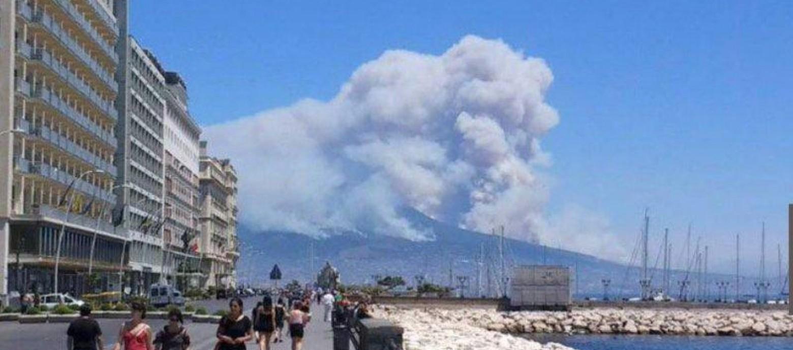 Ιταλία: Εκκενώνουν τη περιοχή γύρω απο το Βεζούβιο