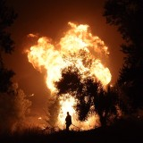 Εικόνες αποκάλυψης στον Κάλαμο-Εκκενώνονται δύο στρατόπεδα στον Βαρνάβα – 25 χλμ. το μέτωπο της φωτιάς